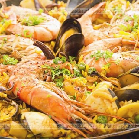 Paella z kurczakiem, wieprzowina i owocami morza