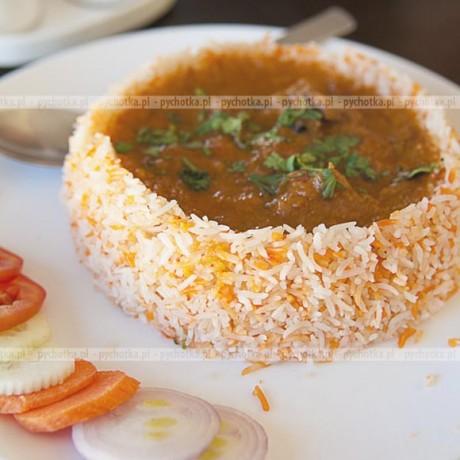 Zimowa zupa gulaszowa z kurczakiem i kiełbasą