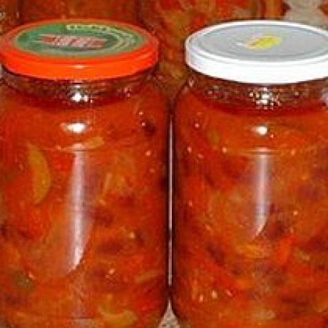 Konserwowana sałatka z fasoli, pomidorów i papryki