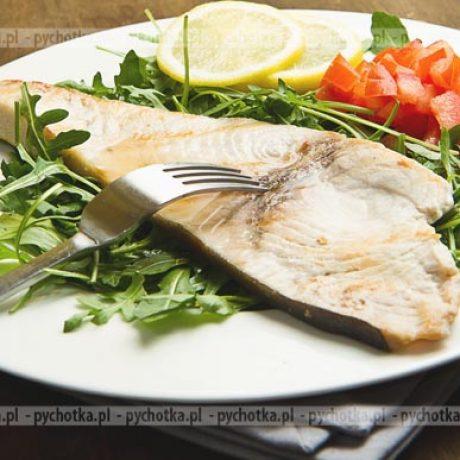 Steki z halibuta z sosem cebulowym