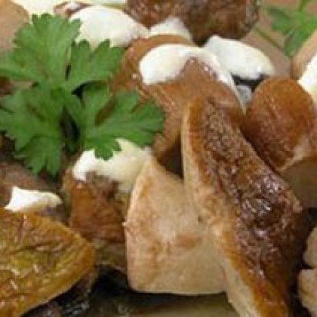 Borowiki lub podgrzybki w sosie chrzanowym