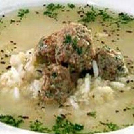 Krupnik z ryżu z klopsikami wieprzowymi