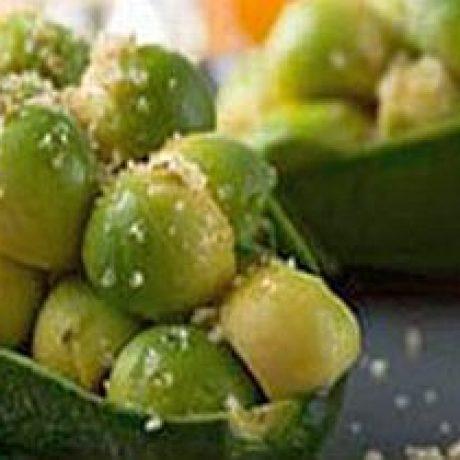 Avocado z miodem i orzechami