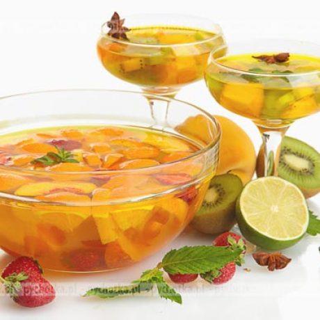 Galaretka z owocami i orzechami