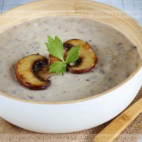Zupa pieczarkowa z dodatkiem białego wina