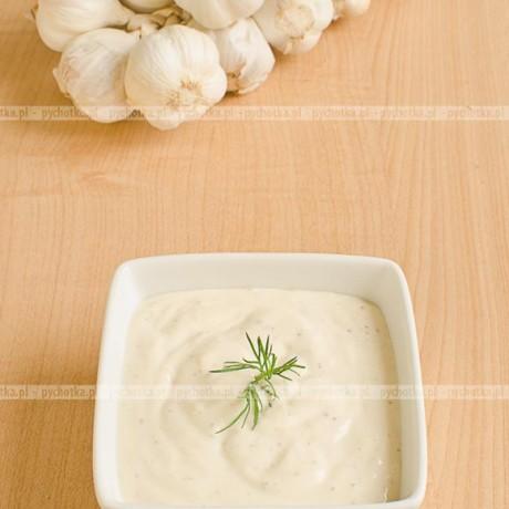Czosnkowy sos na śmietanie