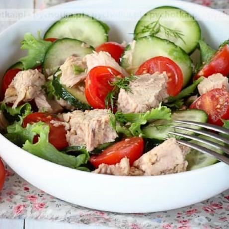 Sałatka z tuńczyka, pomidorków i ogórka