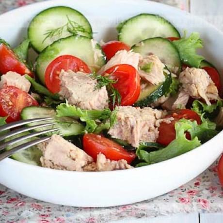 Sałatka z tuńczyka, pomidorów i ogórka Joli