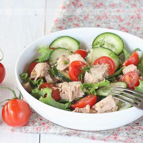 Sałatka z tuńczyka, ogórka i pomidorów Oliwii