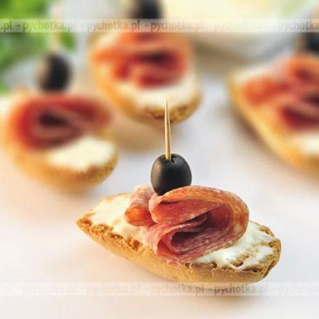 Mini kanapeczki z salami