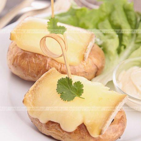 Pieczone ziemniaki z serem wędzonym